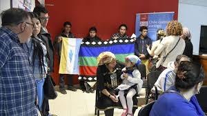 Integrantes del pueblo Mapuche-Tehuelche de la zona sur del Chubut, presentaron un escrito en el consulado chileno (foto) denunciando el constante hostigamiento por parte de agentes del PDI en distintos pasos fronterizos