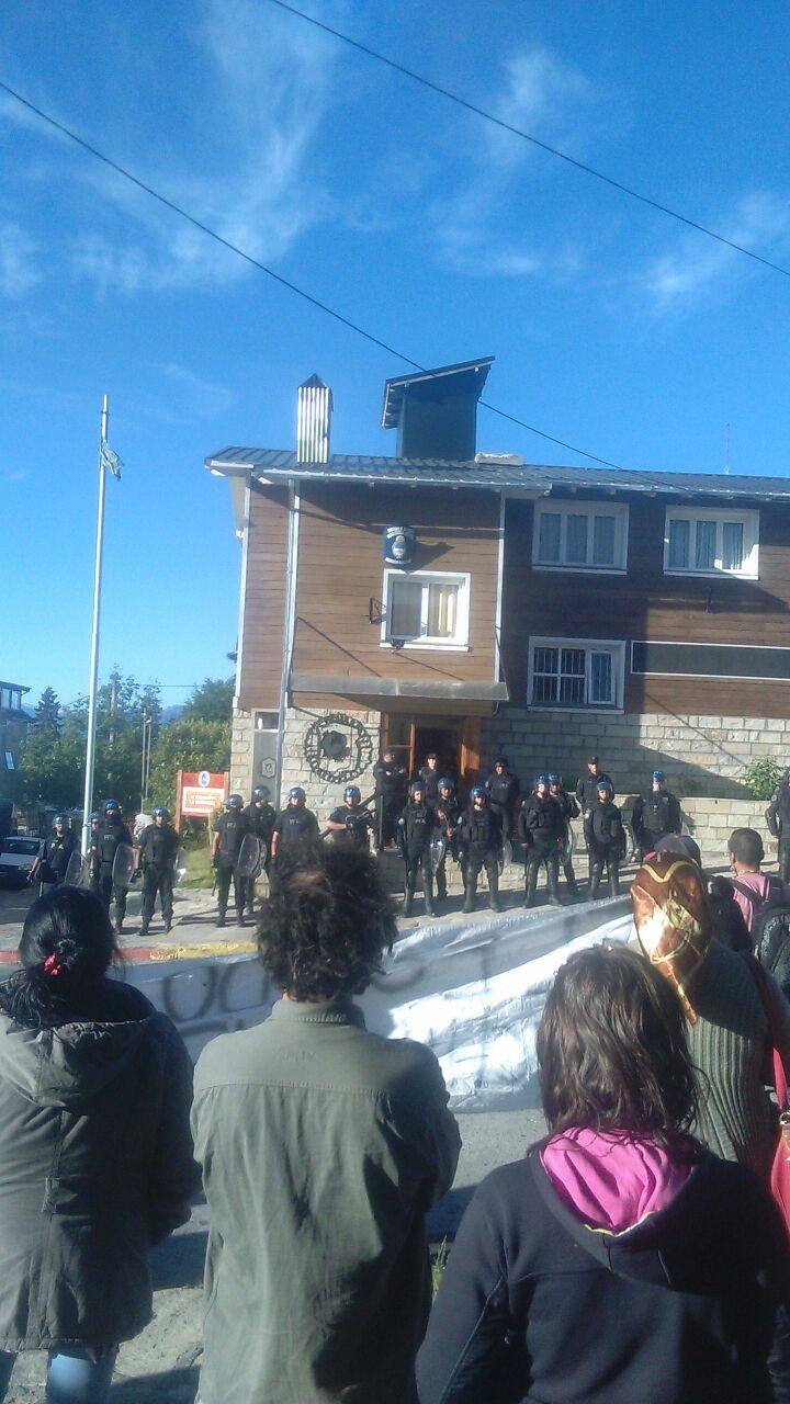 Comunicado en repudio al desalojo de la Lof Lafken WinkulMapu